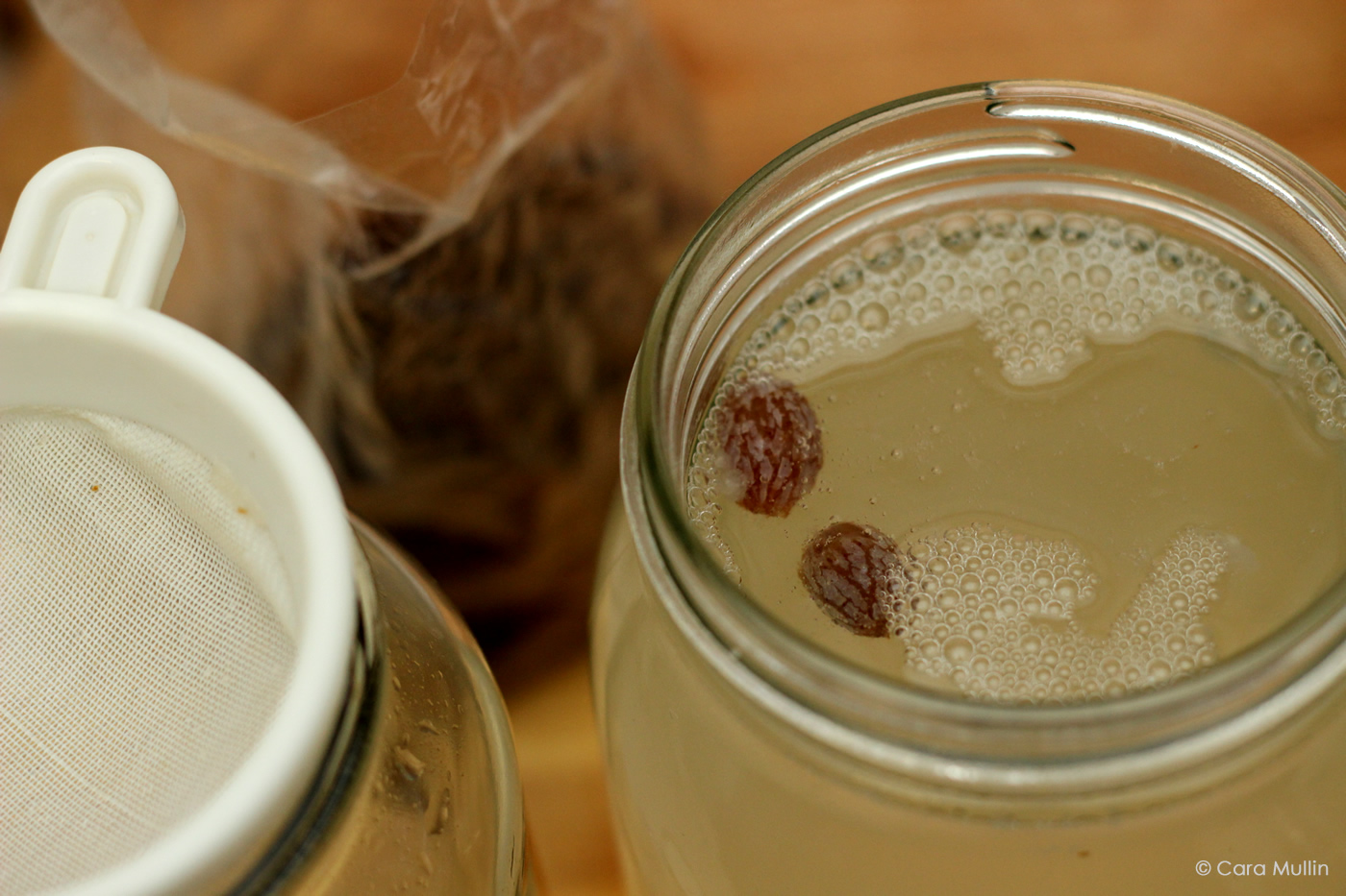 Water kefir grains or cultures and raisins
